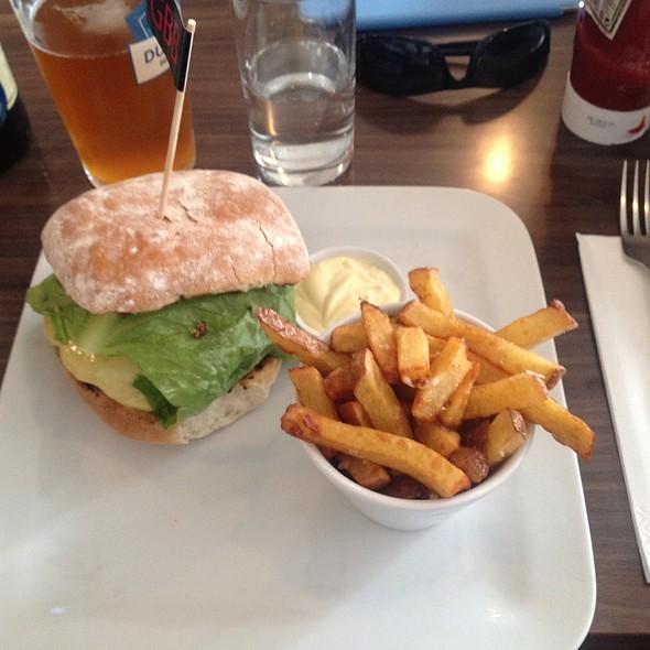 Organic Beef Burger @ Gourmet (burger) Bistro