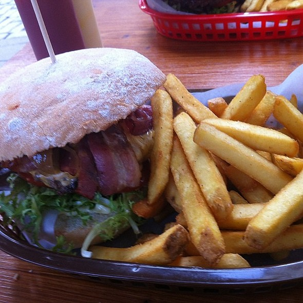 smokey dutchman burger @ Rembrandt Burger