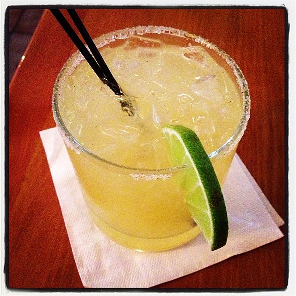 Quick lunch noms and a quick marg with my boyfriend. @ Mariachi Mexico Restaurant