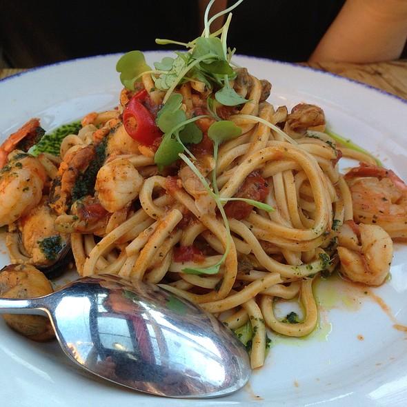 Spaghetti Alla Chitarra Con Vongole - Gusto 101, Toronto, ON