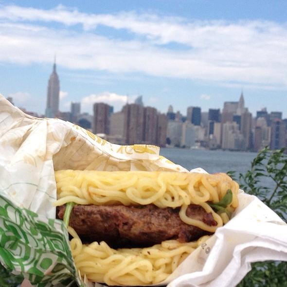ramen burger @ Smorgasburg