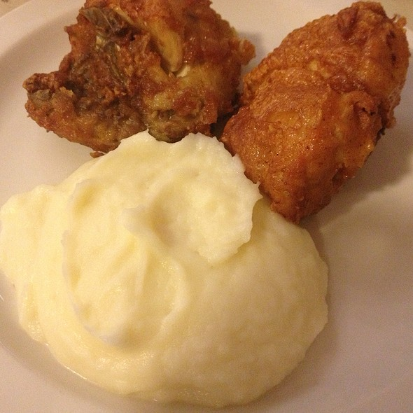 Fried Chicken & Mashed Potatoes @ Good 'n Plenty Restaurant