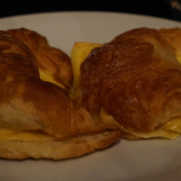 Ham and Cheese croissant @ Decata Palermo