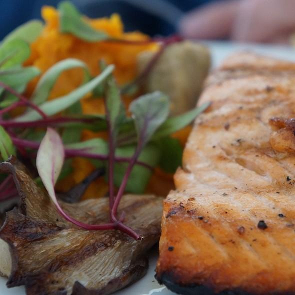 Salmon @ Rest. El Muelle