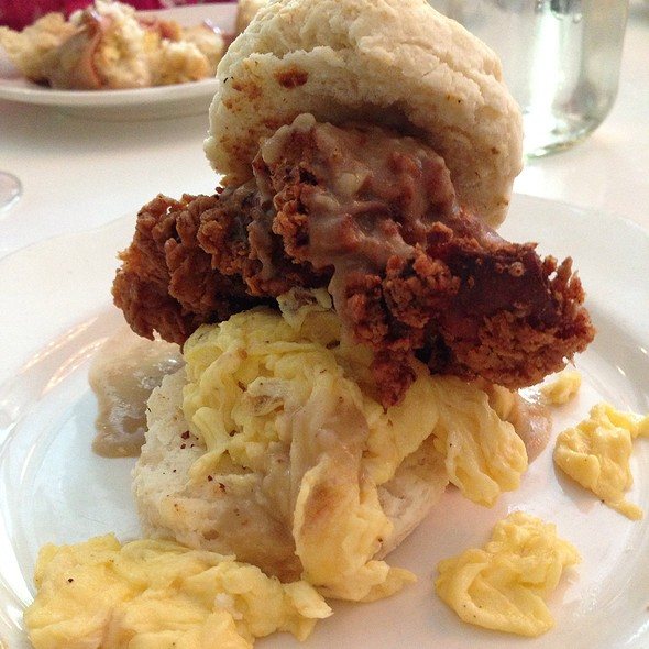 Build Your Own Biscuit: Fried Chicken, Gravy, Scrambled Eggs @ Peels