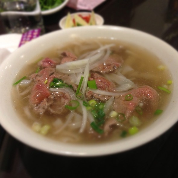 Raw Beef Pho In Soup @ 翠園越南餐廳