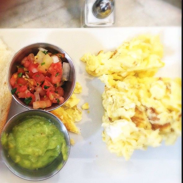 Scrambled Eggs With Pico De Gallo And Avocado