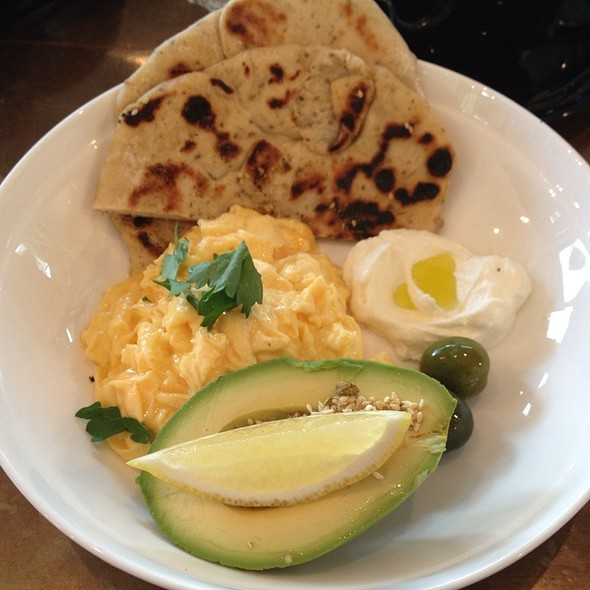 Za'atar Flat Bread | Scrambled Egg | Labneh | Green Olives @ Canteen Kitchen