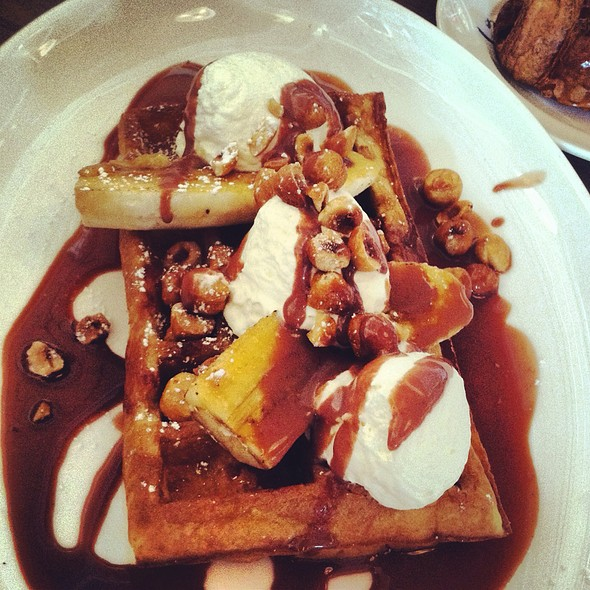 Brussels Style Waffle With Nutella And Banana @ Lafayette
