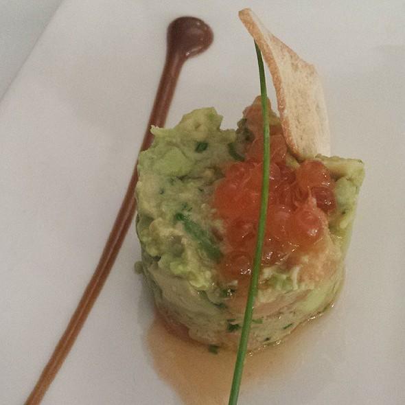 Tartar de salmón, aguacate y foie @ Alejandro del Toro
