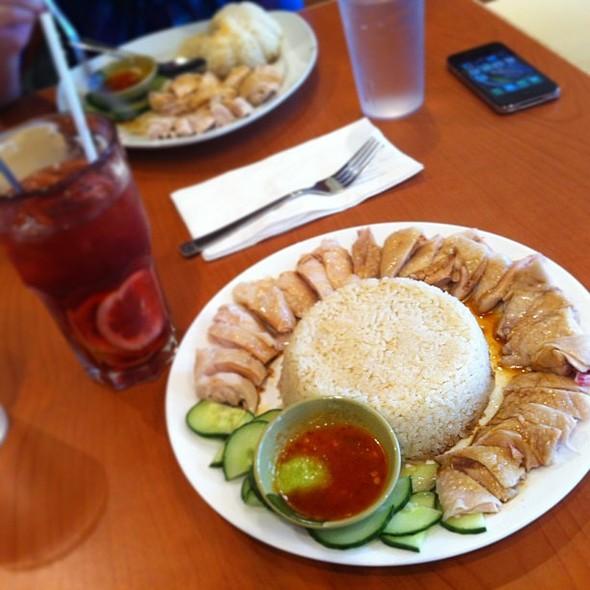 Boneless Haianese Chicken Rice and Lemon Ribena :) @ Mamalee