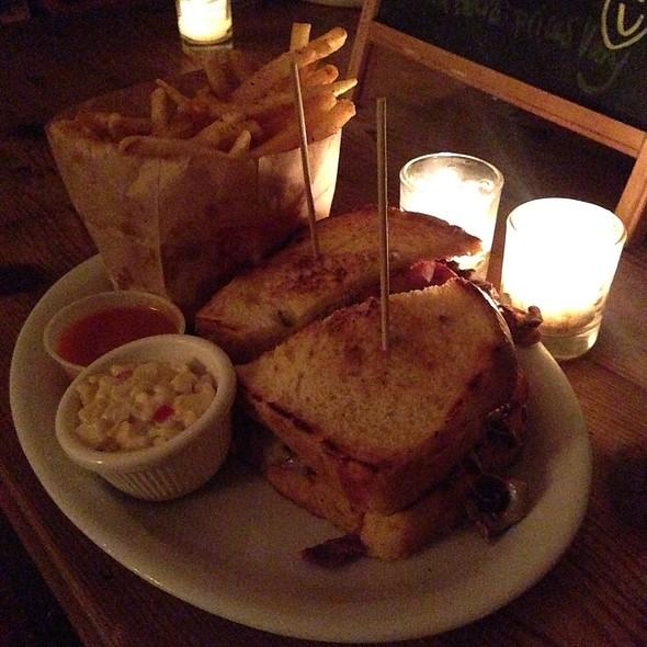 Steakhouse Sandwich @ Carnitas Snack Shack