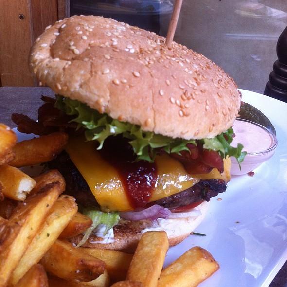 BBQ Cheeseburger @ Luna's diner