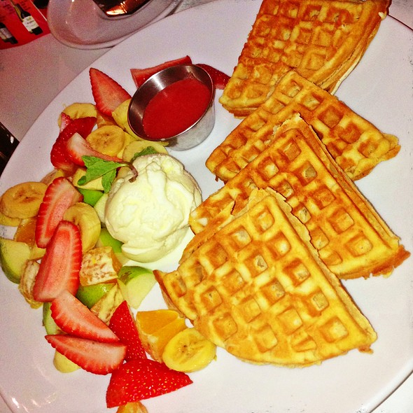 Mix fruits waffle. @ Caffeinees