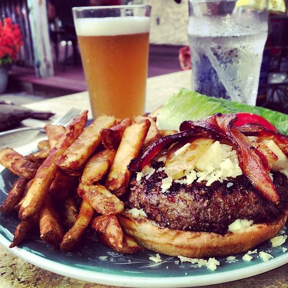 Mojo Burger - Griffin Tavern, Flint Hill, VA