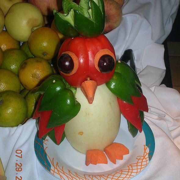 Поделка попугай из овощей