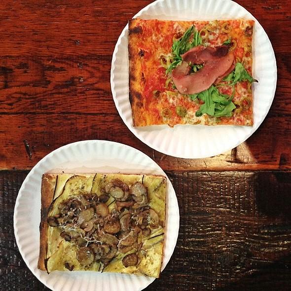 Lunch (missing Italy) @FCO_difiumicino @ FCO Pizza & Gelato
