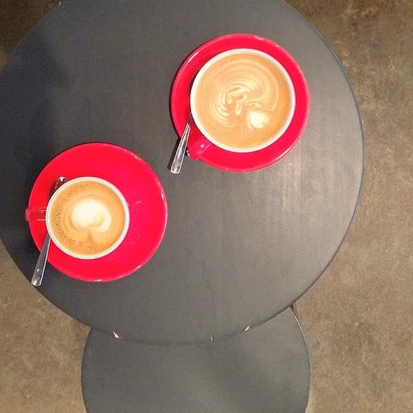 Pre-lunch fix @differancemtl [@mrb404 edit] @ Café Différance