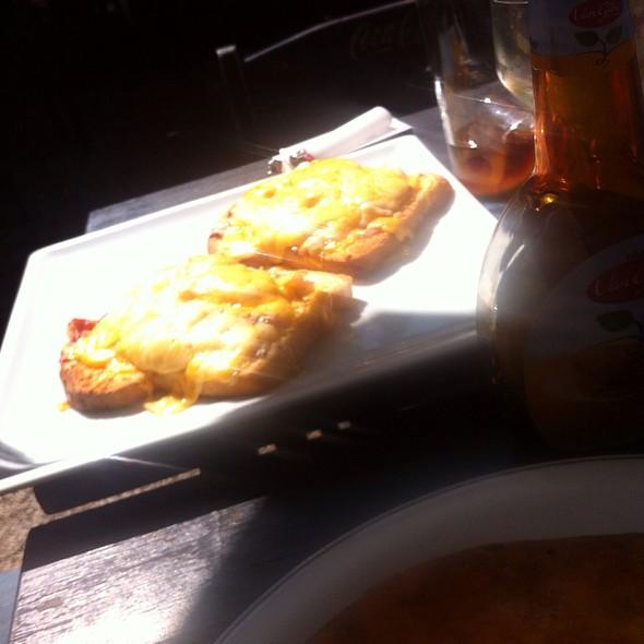 Toasts @ Martin Holandesa