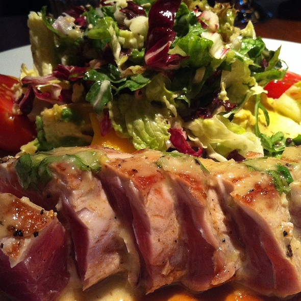 Ahi Tuna Salad @ Houston's Restaurant Boca Raton