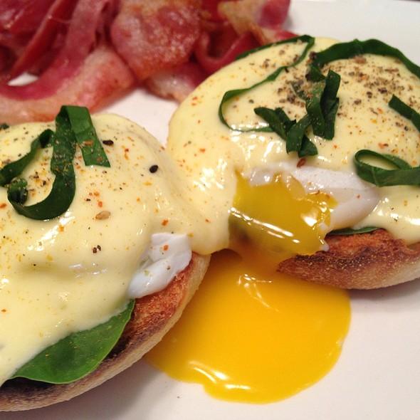 Huevos Benedictos  Pornograficos @ Giddy Gastronaut Kitchen