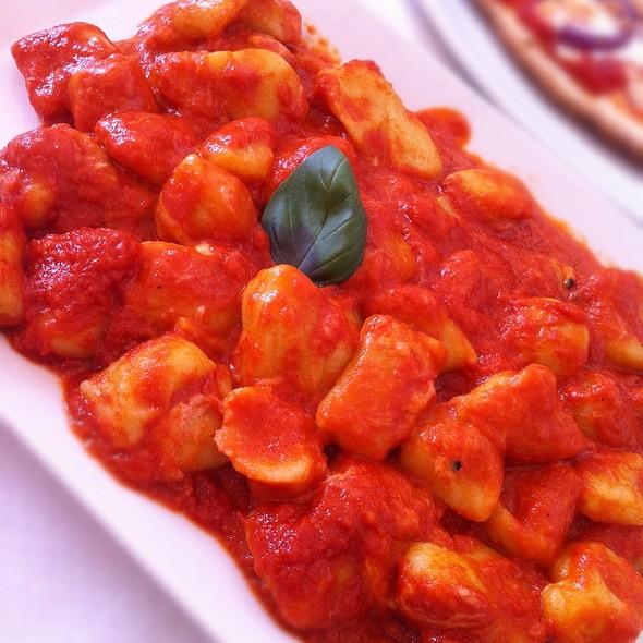 Gnocchi Pomodore E Mozzarella @ Magento Bistro
