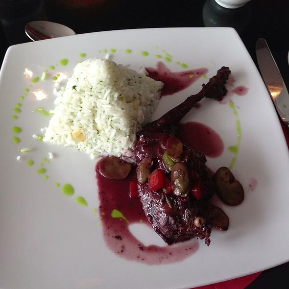 Conejo Campestre En Salsa De Cabernet Sauvignon @ Radisson Hotel Decapolis Miraflores