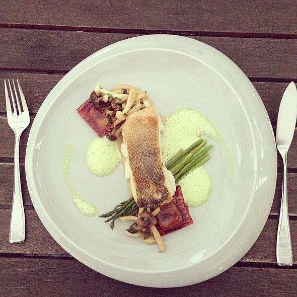 Very nice! Zander - onion ravioli - wild asparagus @ D'vine