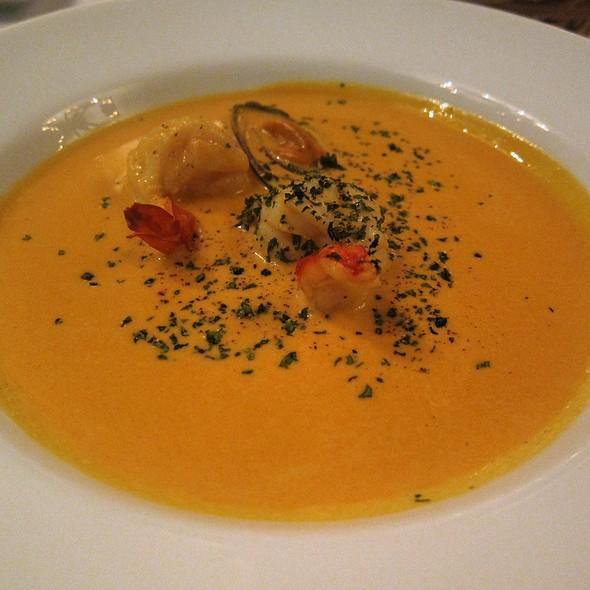 Black Mussels and Prawn Spiced Soup @ Brasserie CiÇou