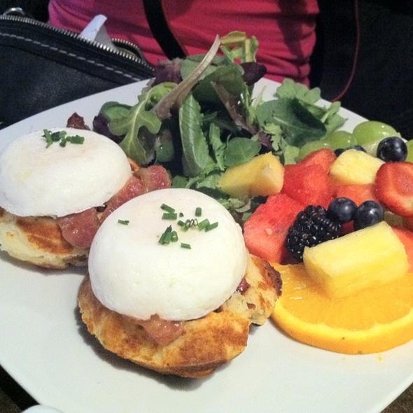 Breakfast Waffle @ Starving Artist