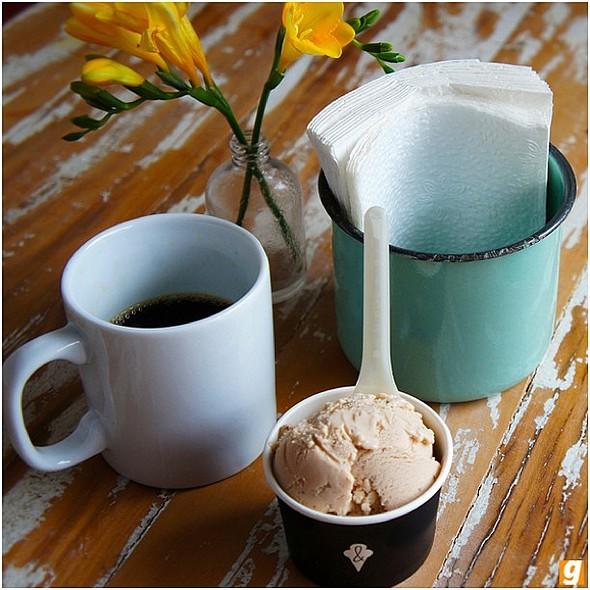 Sorvete de morangos ao balsâmico e café coado da Martins Café @ Frida & Mina Sorvete Artesanal