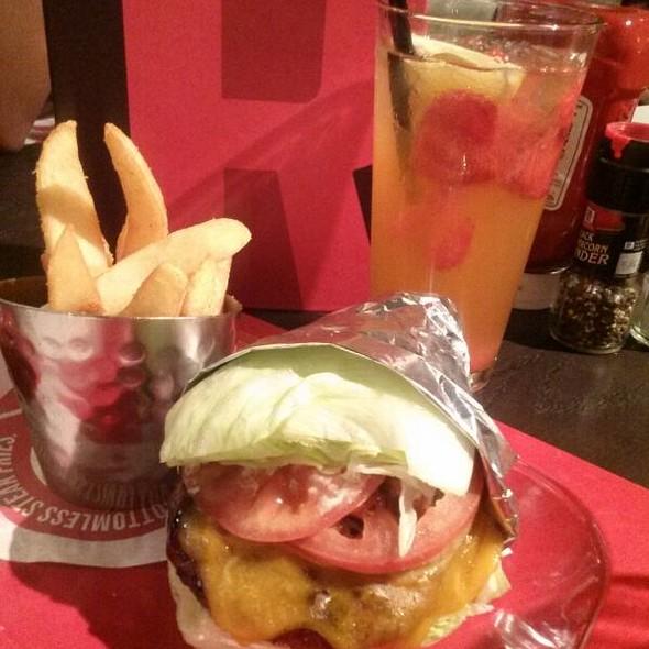 Banzai Burger No Bun @ Red Robin Gourmet Burgers