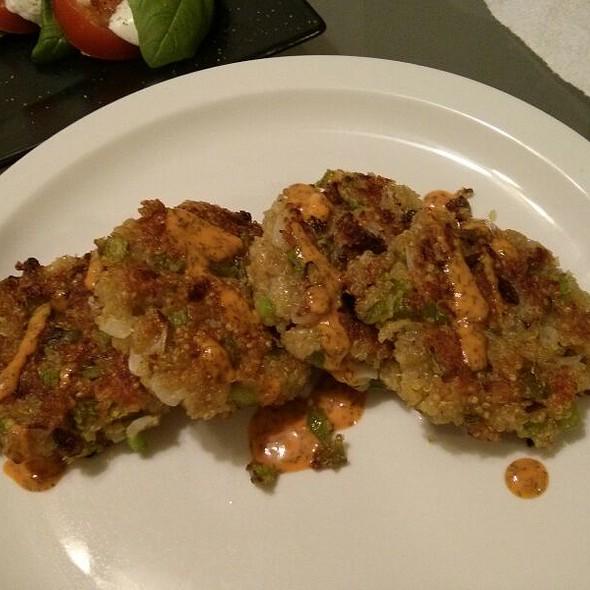 Quinoa Cakes With Lemon Sriracha Dill Remoulade @ Where The Chef Eats