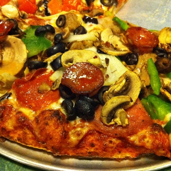 Pizza @ Round Table Pizza