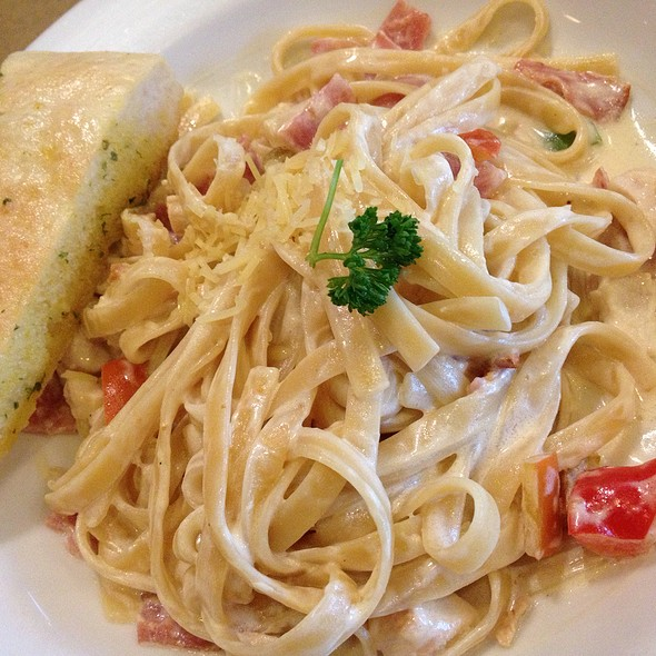Fettucine Ala King @ Pizza Hut Bistro