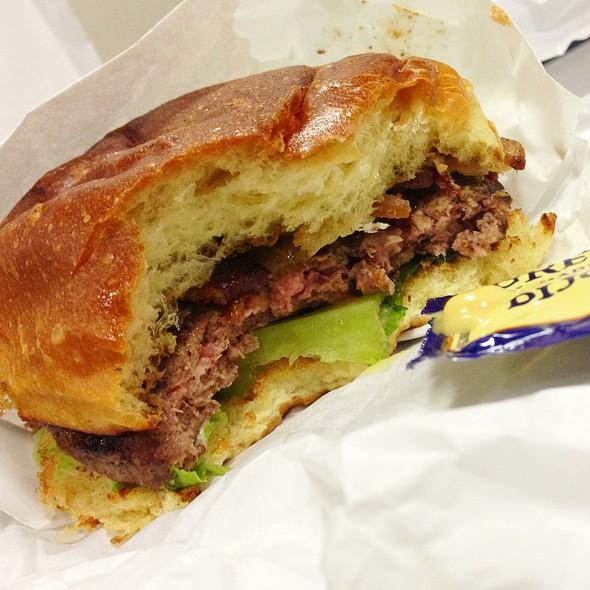 Kobe Burger Interior