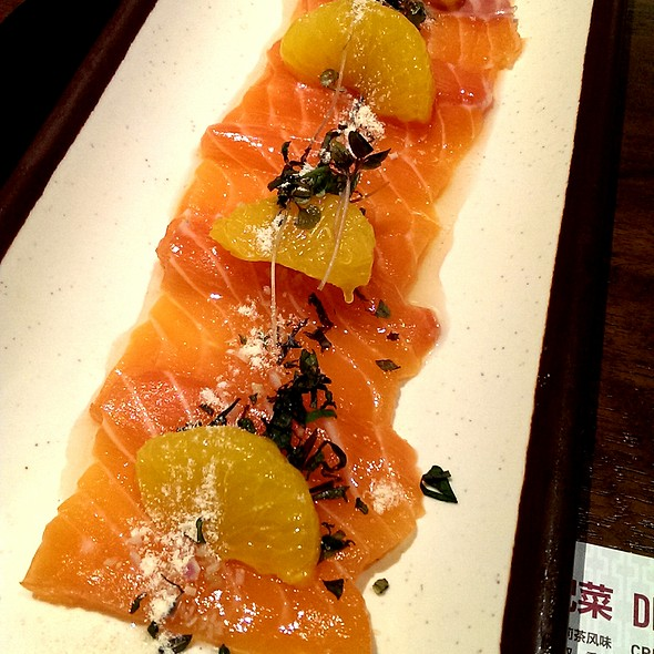 Atlantic salmon sashimi @ Fat Noodle