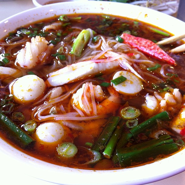 Spicy Seafood Rice Noodle Soup @ Que Huong