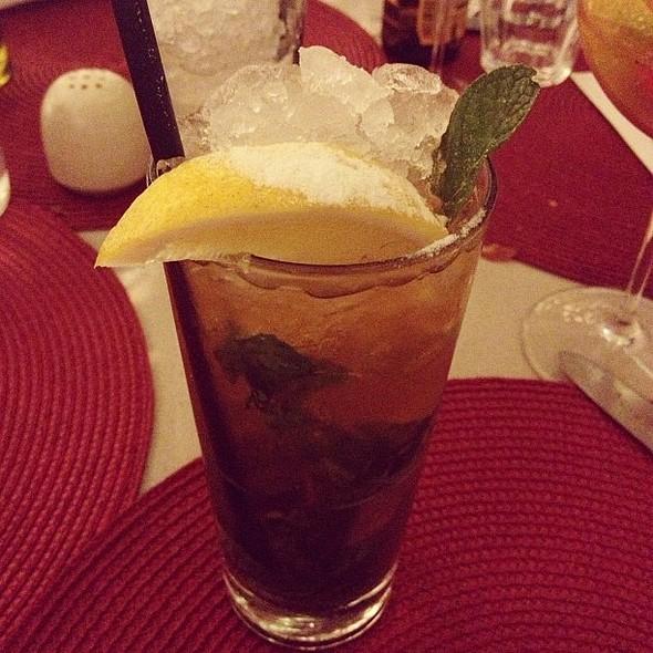 Limone Mojito: limoncello, hortelã, limão siciliano e rum Zacapa 23.  @ Mozza