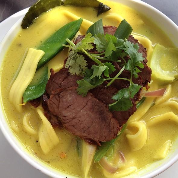 Rindfleisch Curry Nudelsuppe @ Market