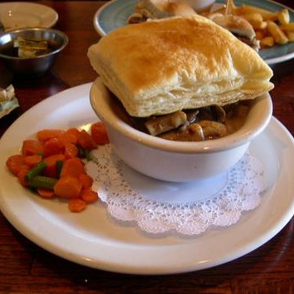Steak and Mushroom Pie - The Whale & Ale, San Pedro, CA