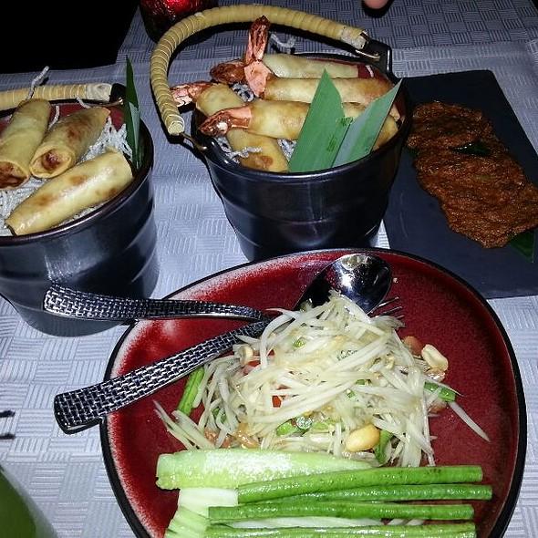 Starter Spring And Shrimp Roll ,fish Cake , Papaya Salad @ Tong Thai