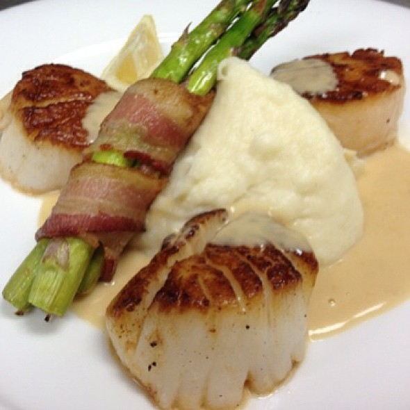 Pan-seared Jumbo Sea Scallops. Dinner feature all weekend at the Galleria.