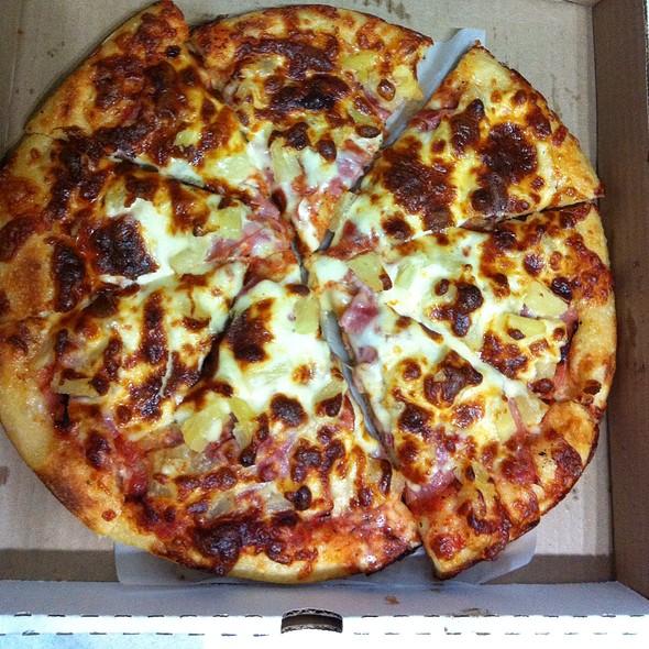 Hawaiian pizza @ Zorro's Pizza
