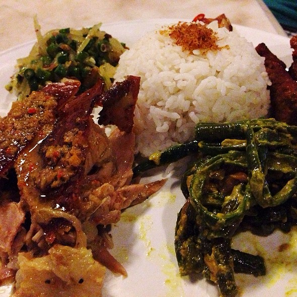 babi guling @ Made's Warung