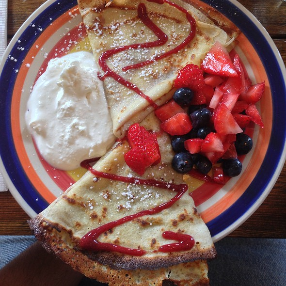 Crepes with fresh berries @ Le Paddock
