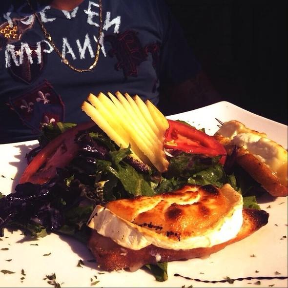 Goat Cheese Salad - Modavie, Montréal, QC