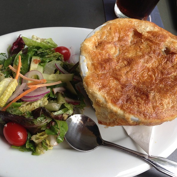 Steak and Mushroom Pie @ Elephant & Castle Pub & Restaurant