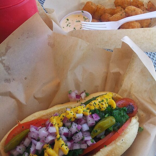 Windy City Dog @ Delux Dogs