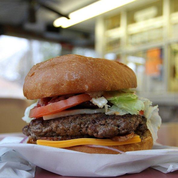 1/2 Pound Bacon Cheeseburger